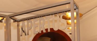 Semper Apertus, Foyer Alte Universität