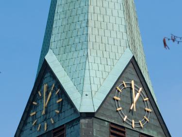 Peterskirche, Uhr
